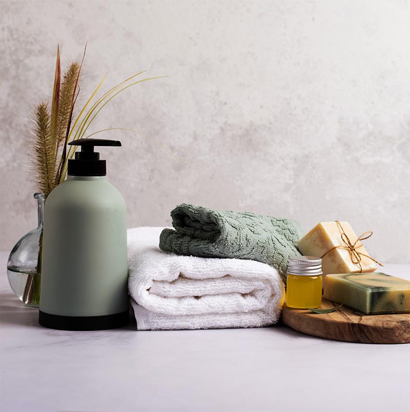 bath-decoration-with-soap-bottle-towel